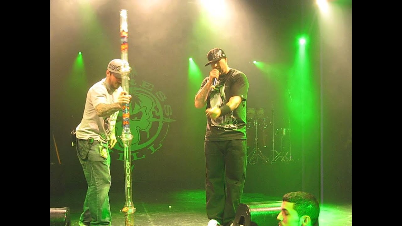 cypress hill bong on stage