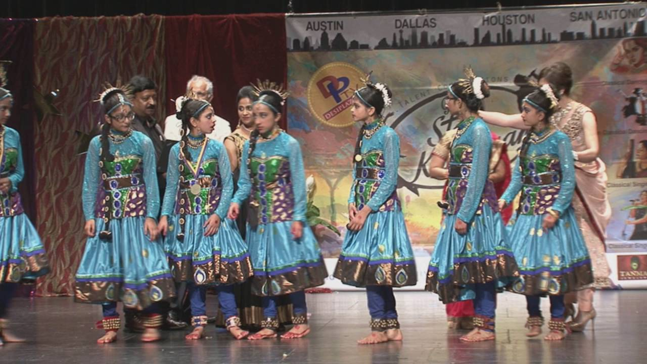Presentation of 3rd Place by Meenakshi Seshadri - Dancing Groups at Texas Star Kalakaar -2016