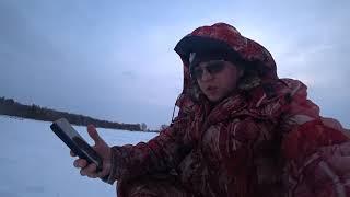 Трудовая рыбалка толстый лёд крупная плотва