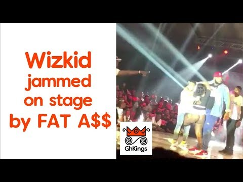 Wizkid jammed on stage by Fat ASSet and another guy