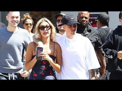 Justin Bieber And Hailey Baldwin Shop With Regular People