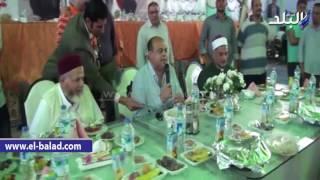 بالفيديو والصور.. محافظ مطروح يكرم حفظة القرآن في ختام 'الخيمة الرمضانية'
