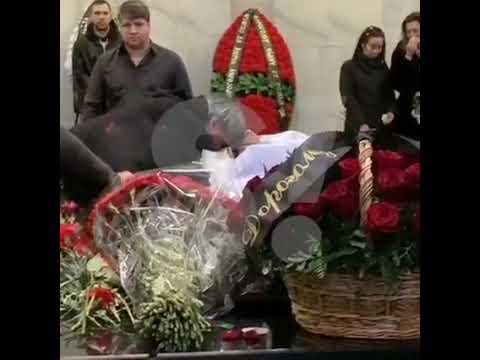 Отец прощается с умершим Децлом (Super.ru)