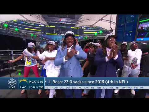 Shaquem Griffin gets a standing ovation on draft stage in Dallas | Apr 28, 2018