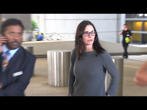 Courteney Cox Is Anxious To Get Home After Long Flight