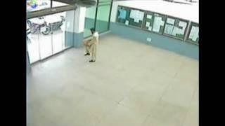 chissmann mit dem kopf durch die wand official video