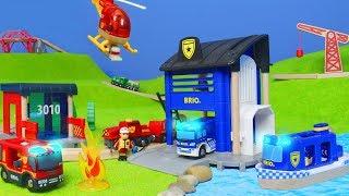 BRIO Zug: Polizei + Feuerwehrmann Züge & Spielzeugautos für Kinder | Unboxing deutsch