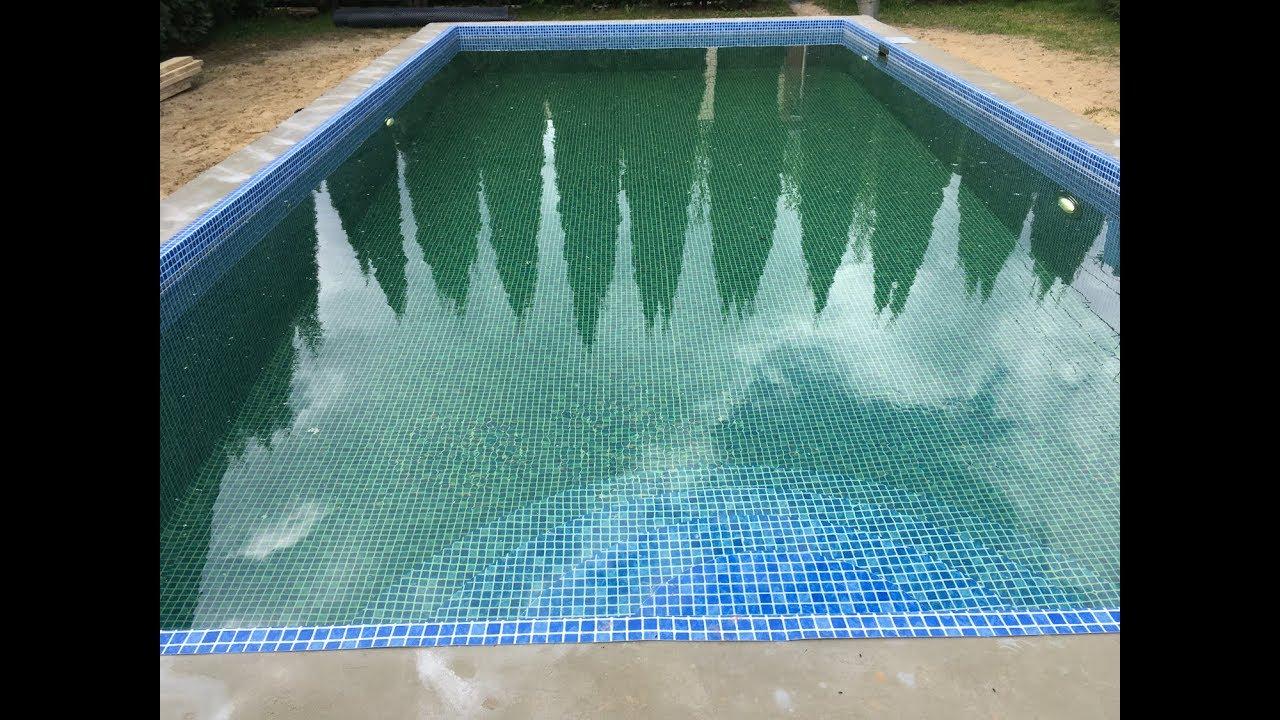 Строительство бассейна 8*4 м  с перепадом глубин от 1,4 м до 2 м. Отделка пленкой ПВХ.