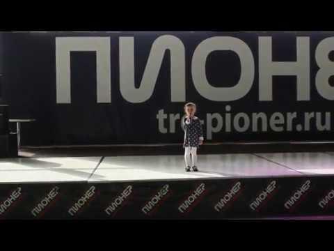 Малышка рассказывает стих про бабушкину пенсию видео