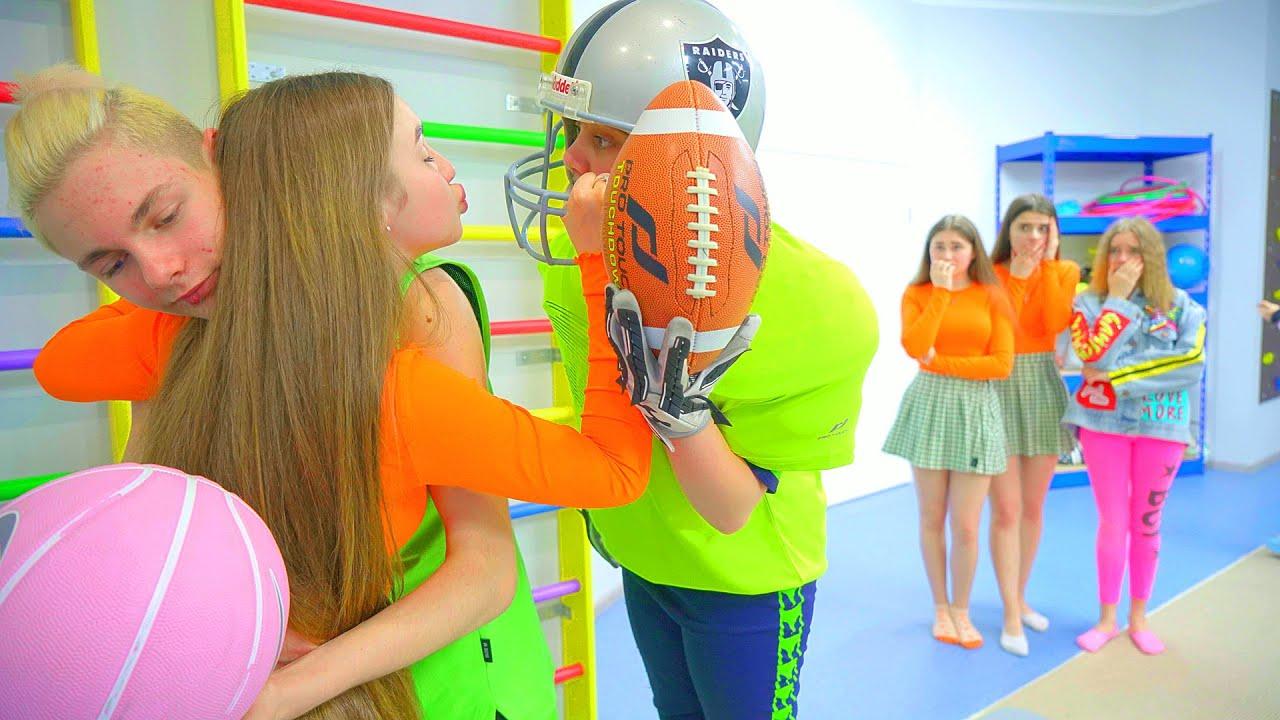 ¡Diana y las porristas están enamoradas del nuevo futbolista! Quien es este tipo duro?