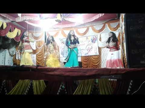 School girls dance on niti sapane asuchhi hai