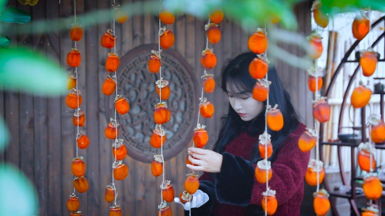 愿一串串的红柿子给大家带来新一年的柿柿顺心❤️May the red, red persimmons bring you a happy, prosperous new year!
