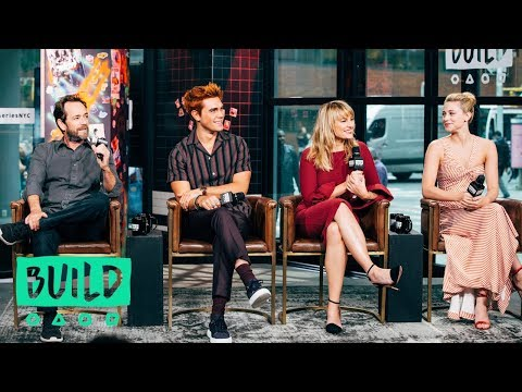KJ Apa, Lili Reinhart, Luke Perry & Mädchen Amick Chat Season 3 Of Riverdale