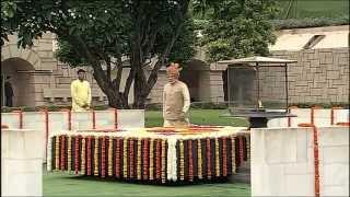 PM Modi paie hommages au Samadhi de Mahatma Gandhi, à Rajghat sur 69e Jour de l'Indépendance