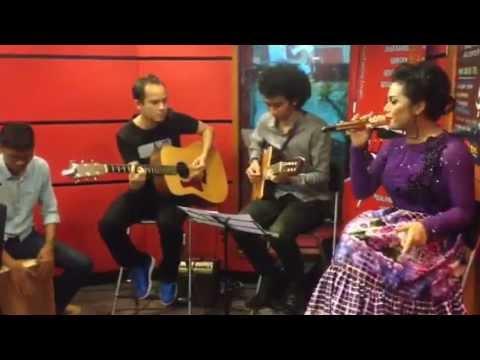 Krisdayanti - Ratu Cinta (Live Acoustic)