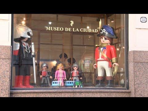 Exhibe 2500 Con Ciudad De La En Museo Una El Playmobil Colección Más Se Figuras LGqzUMpSV