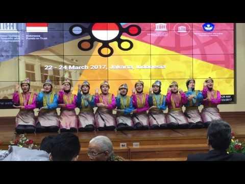 Saman Dance by Student of SMA Garuda Cendekia at DIKNAS - UNICEF event's opening ceremony