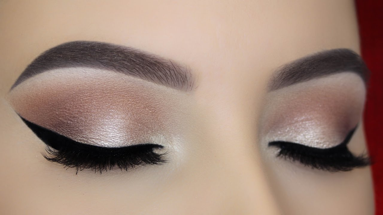 Soft eye make up