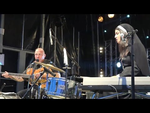 Reverend Beat-Man & Sister Nicole Izobel Garcia - Get on your knees live 2014