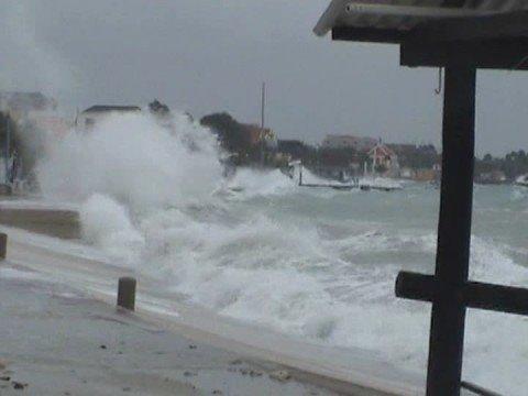 Tropical storm / Hurricane Omar, Hurracan Omar, orkaan Omar Bonaire. thumbnail