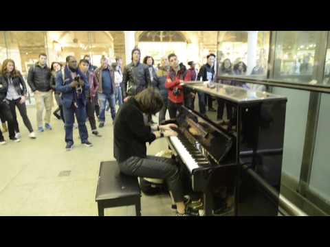 playing Master of Puppets on Elton John's piano at St. Pancras Station - London