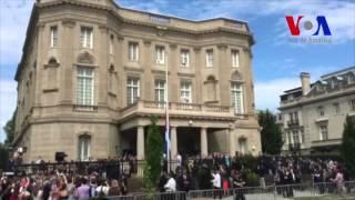 Cuba iza su bandera en embajada en Washington