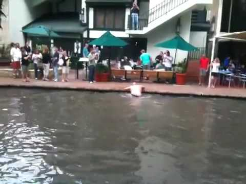 Guy Jumps In San Antonio River At Durty Nelly S Youtube