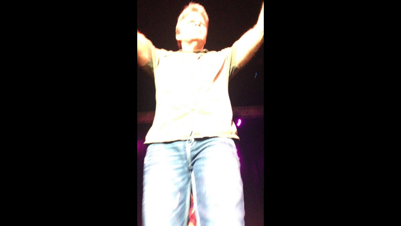 Singing with Lonestar to \