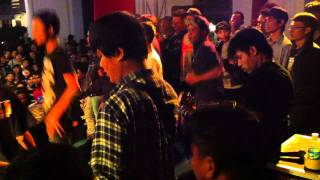 Begundal Lowokwaru - Cewek Skinhead ( LIVE AT JOGJA NATIONAL MUSEUM 12 NOVEMBER 2011 )