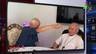 Cha Micae Phạm Quang Hồng kể chuyện tếu và ảo thuật
