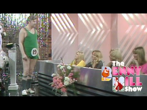 Benny Hill - Mr. TV Times w/Closing Chase (1974)