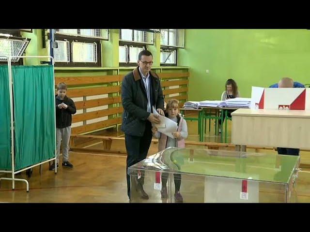 <span class='as_h2'><a href='https://webtv.eklogika.gr/krisimes-kalpes-gia-kyvernisi-kai-antipoliteysi-stin-polonia' target='_blank' title='Κρίσιμες κάλπες για κυβέρνηση και αντιπολίτευση στην Πολωνία …'>Κρίσιμες κάλπες για κυβέρνηση και αντιπολίτευση στην Πολωνία …</a></span>