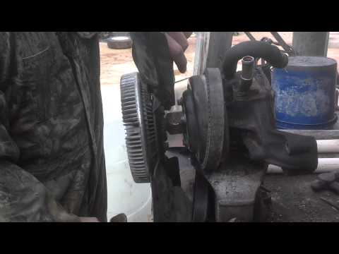 How to remove a chevy fan clutch