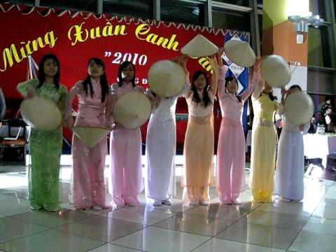 """múa """" Ngợi ca quê hương em """" của SV Việt Nam tại tết cộng đồng 2010"""