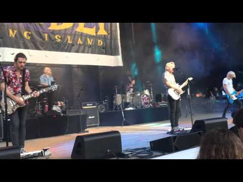 R5 PERFORMS