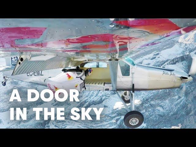Espectaculares imágenes de dos hombres pájaro aterrizando en una avioneta en pleno vuelo