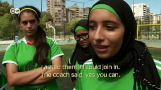 أطفال بين اللجوء وكرة القدم