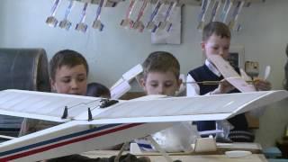 Соревнования по авиамоделированию собрали юных авиаконструкторов(, 2014-04-10T23:22:20.000Z)