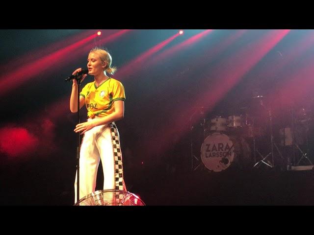 Zara Larsson - Make That Money live in São Paulo Brazil at Audio Club