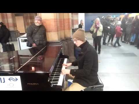 Play me, I'm yours - Amazing pianist in Amsterdam