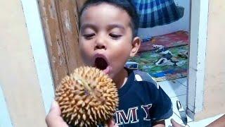 lucu Zefa makan Durian 🤣 Zefanya Oyanio