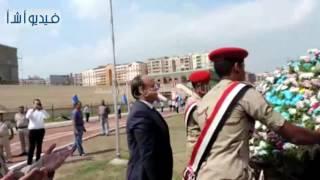 بالفيديو : محافظ البحيرة ومدير الامن يضعان اكليل الزهور على النصب التذكارى للجندى المجهول