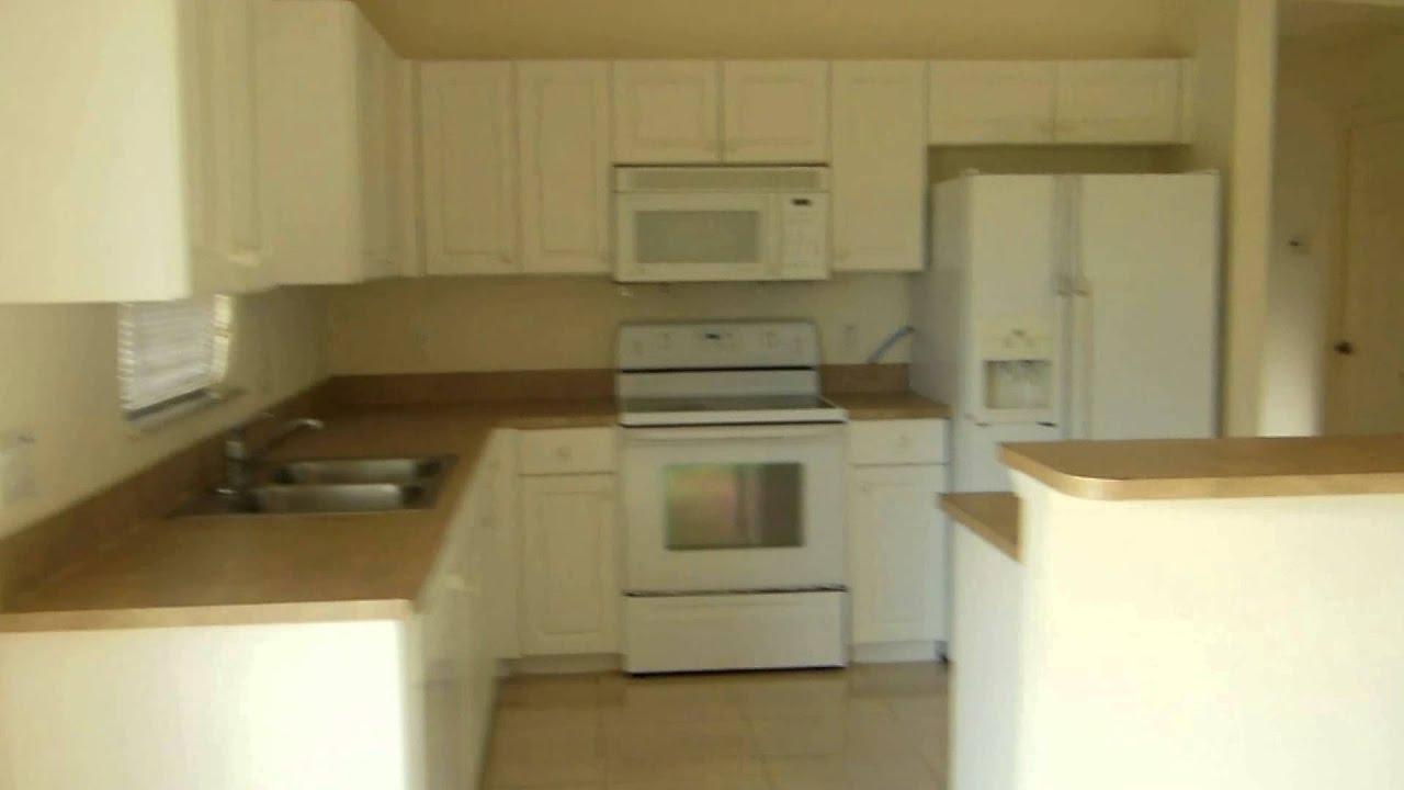 Casa de renta 3 cuartos 2 banos 2 garages 950 mensual