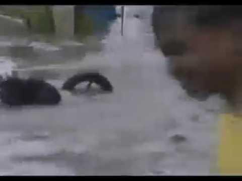 Menyeberangi banjir ,,Salah gas