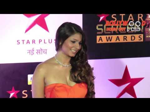 Tanishaa Mukerji Hot Cleavage Revealed At Star Screen Awards 2016 | Bollywood Inside Out thumbnail