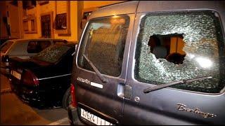بالسيوف.. عصابة الملثمين تهجم وتخرب عدد كبير من السيارات وتخلق الرعب  بحي الولفة
