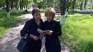 """Флешмоб Новотроїцької центральної районної бібліотеки """"Я прочитаю тобі вірш..."""""""