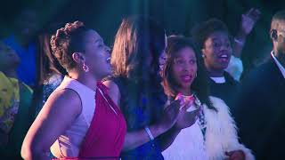 Cover images Innocent Mumba - Awesome God ft James Nee (In His Presence Live)
