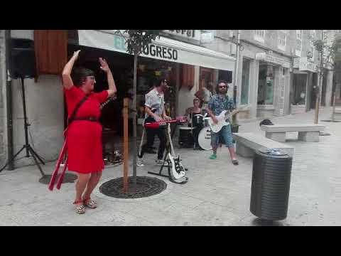 A música de The Fakes, ¿instrumentos de cartón?