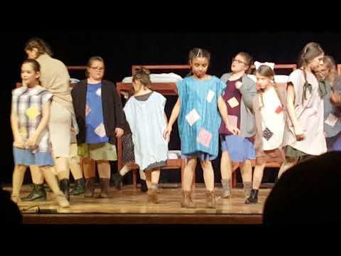 Warren Woods Middle School Annie play 2018